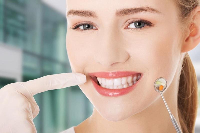 Nếu trám răng xong bị ê buốt kéo dài có thể đến cơ sở y tế để khắc phục
