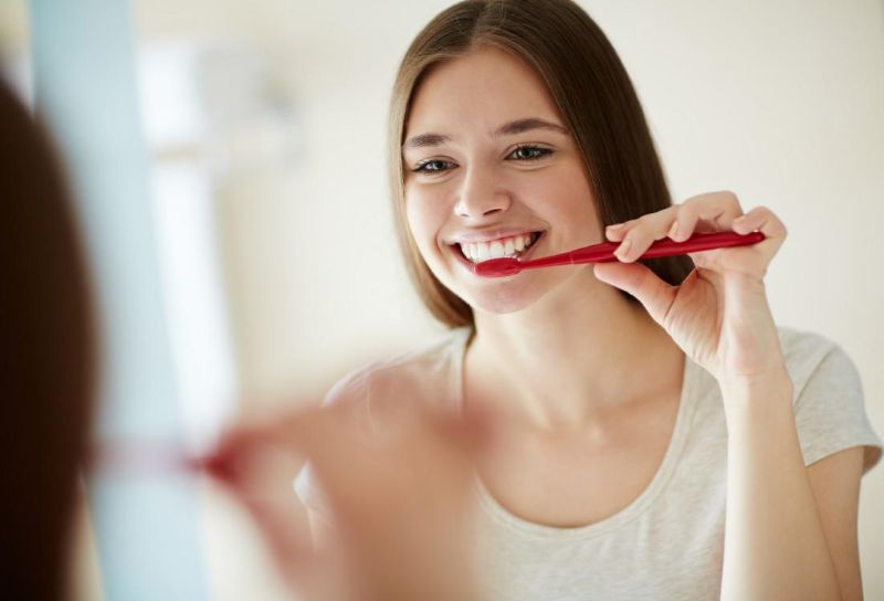 Vệ sinh răng đúng cách tránh ê răng